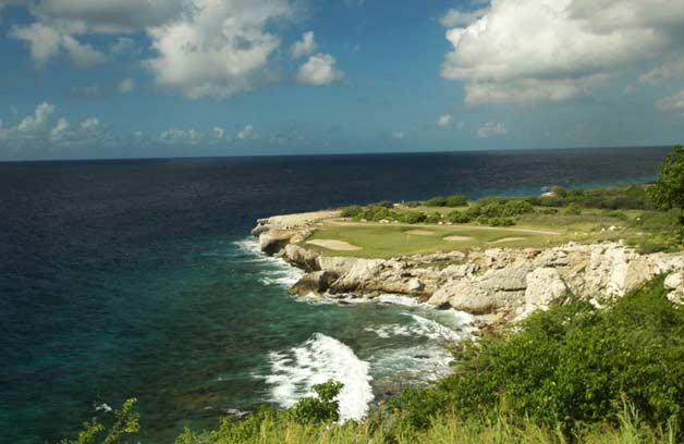 The buetiful 18-holes golf course at Blue Bay Curacao offers stunning views over the ocean